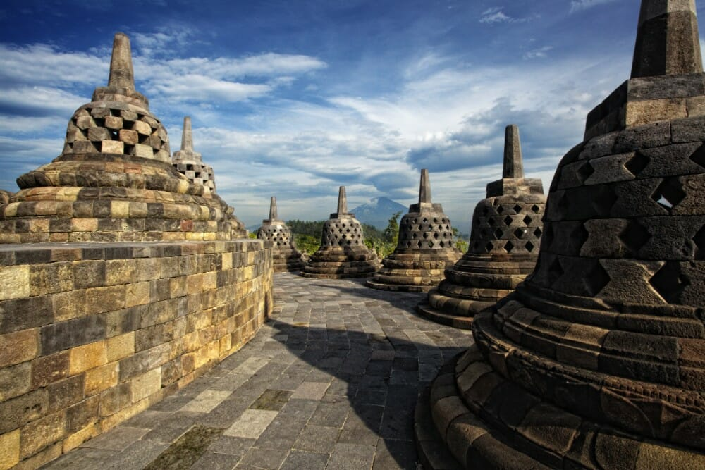 4-Day Yogyakarta Borobudur Travel Package & Surakarta city for Malaysia & Singapore borobudur2
