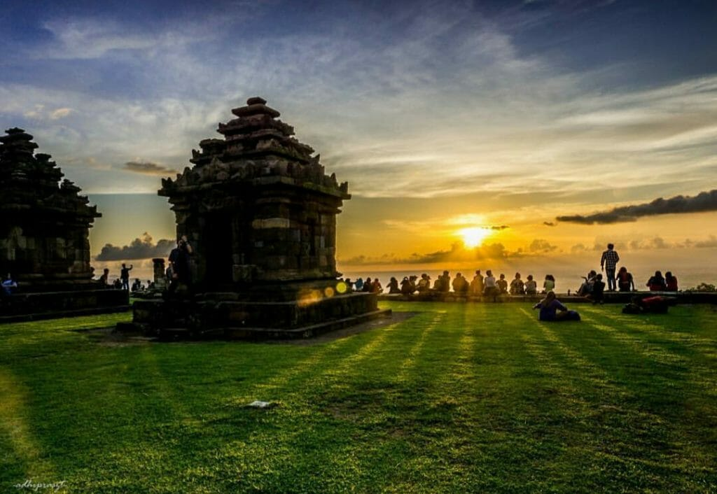 Jogja itinerary and price setumbu hill sunrise, pine forest, sand dune candi ijo