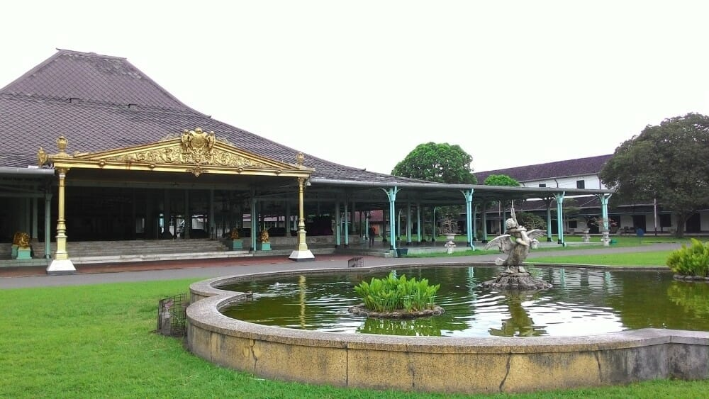 4-Day Yogyakarta Borobudur Travel Package & Surakarta city for Malaysia mangkunegaran