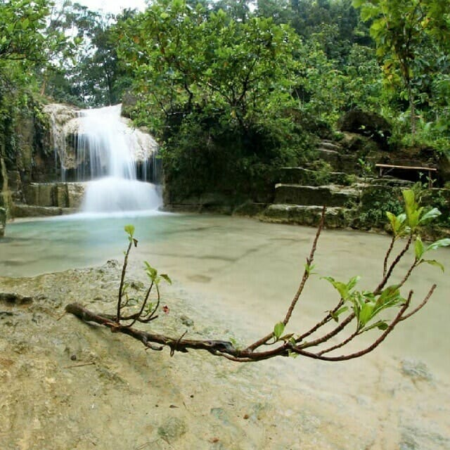 Top 11 natural attractions in Yogyakarta 3. Soak in the natural blue lagoon at the Lepo Waterfalls-min