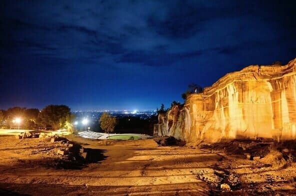 Top 11 natural attractions in Yogyakarta 7. Admire a cliff and take in the views of the surrounding regions-min